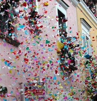 coriandoli کاغذهای رنگی - کارناوال های ایتالیا - ایتالیا و زبان ایتالیایی