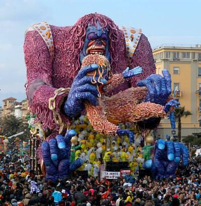 viareggio از معروفترین کارناوالهای دنیاست که تو چهار آخرهفته متوالی، قبل از ایام روزه تو شهر Viareggio برپا میشه - کارناوال های ایتالیا - ایتالیا و زبان ایتالیایی